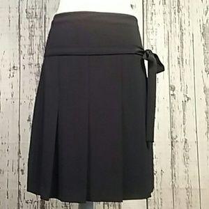 Burberry black pleated skirt midi bow tie size 6